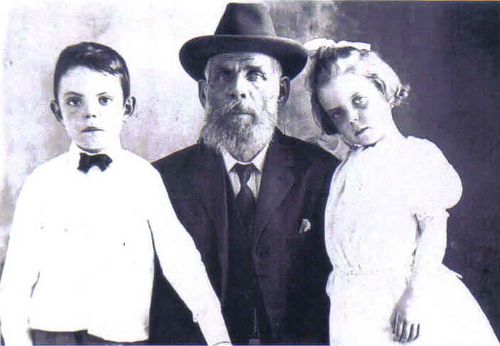 Thomas Henry Nichols with children Sam and Mary circa 1880